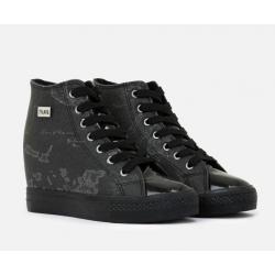 Sneakers con zeppa interna...
